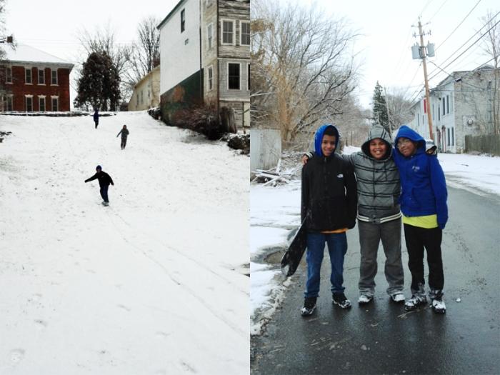 近所のスノボ少年達。家のブロックにとても良い坂がある。