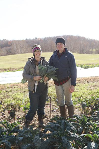 去年の秋 ケールと伴にお腹の大きいJenとJon  Lineage Farmにて
