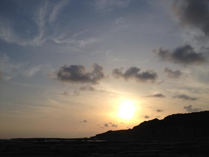 日置川の夕日。和歌山で一番好きな場所。砂利の海岸沿いで磯遊び。岩場には、大量のウミウシとヤドカリ、ハゼ、エビ。