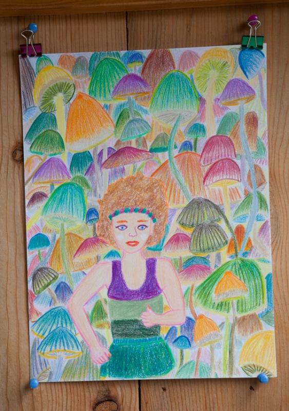"""私のキノコフィーバーはしばらく収まらず、""""マッシュルームとフィットネス""""ってテーマの絵のシリーズも山奥で描いてみた。"""