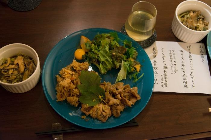島の食材を使った交流会でのプレート料理