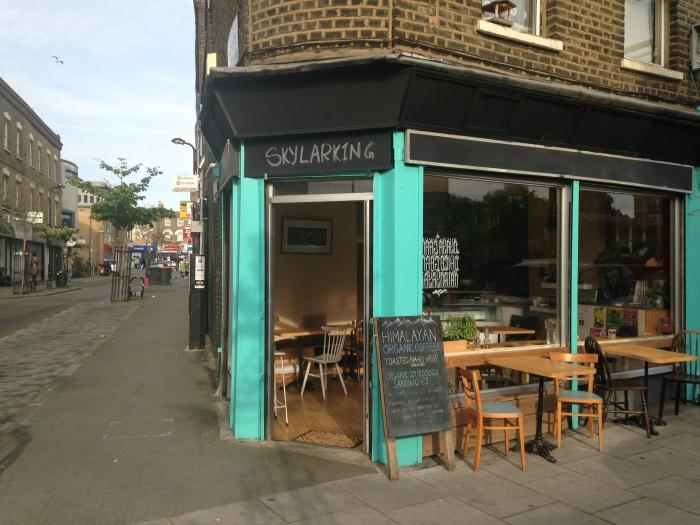 Bradbury Street 日当りの良い角を陣取る私たちのカフェ。
